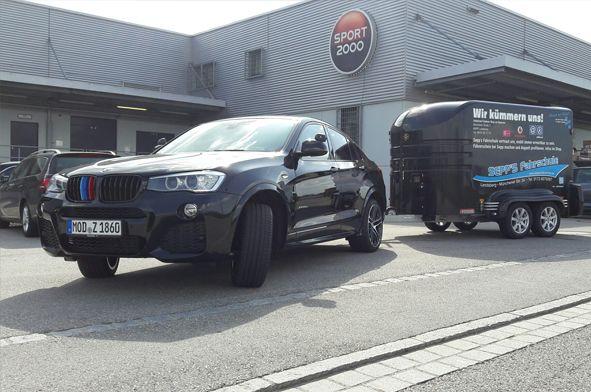 BE BMW X4 und Anhänger